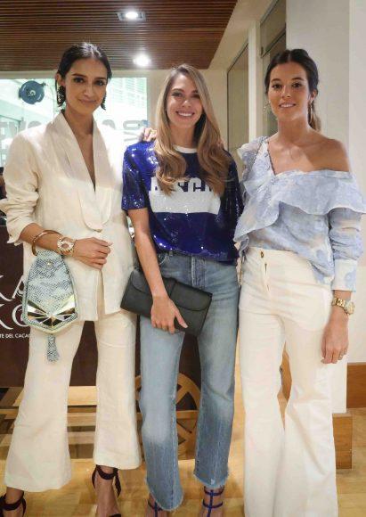 4. Atenas Hernández, Claudia González y Flor Bordino