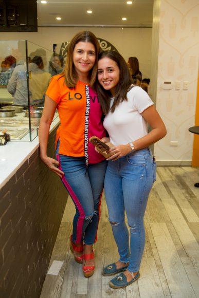 17. Karina Marra y Paulina Simo