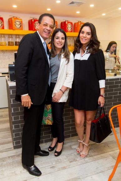 18. Arquiěmedes Cabrera, Ana Cabrera y Mirtha Cabrera