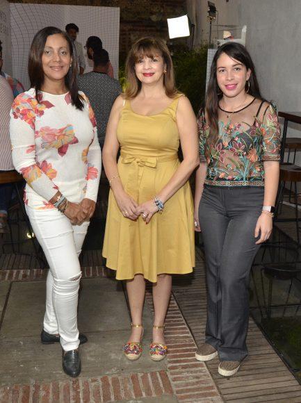 Foto 10 María Santos, Jacqueline Leroux y Maryorie Gómez