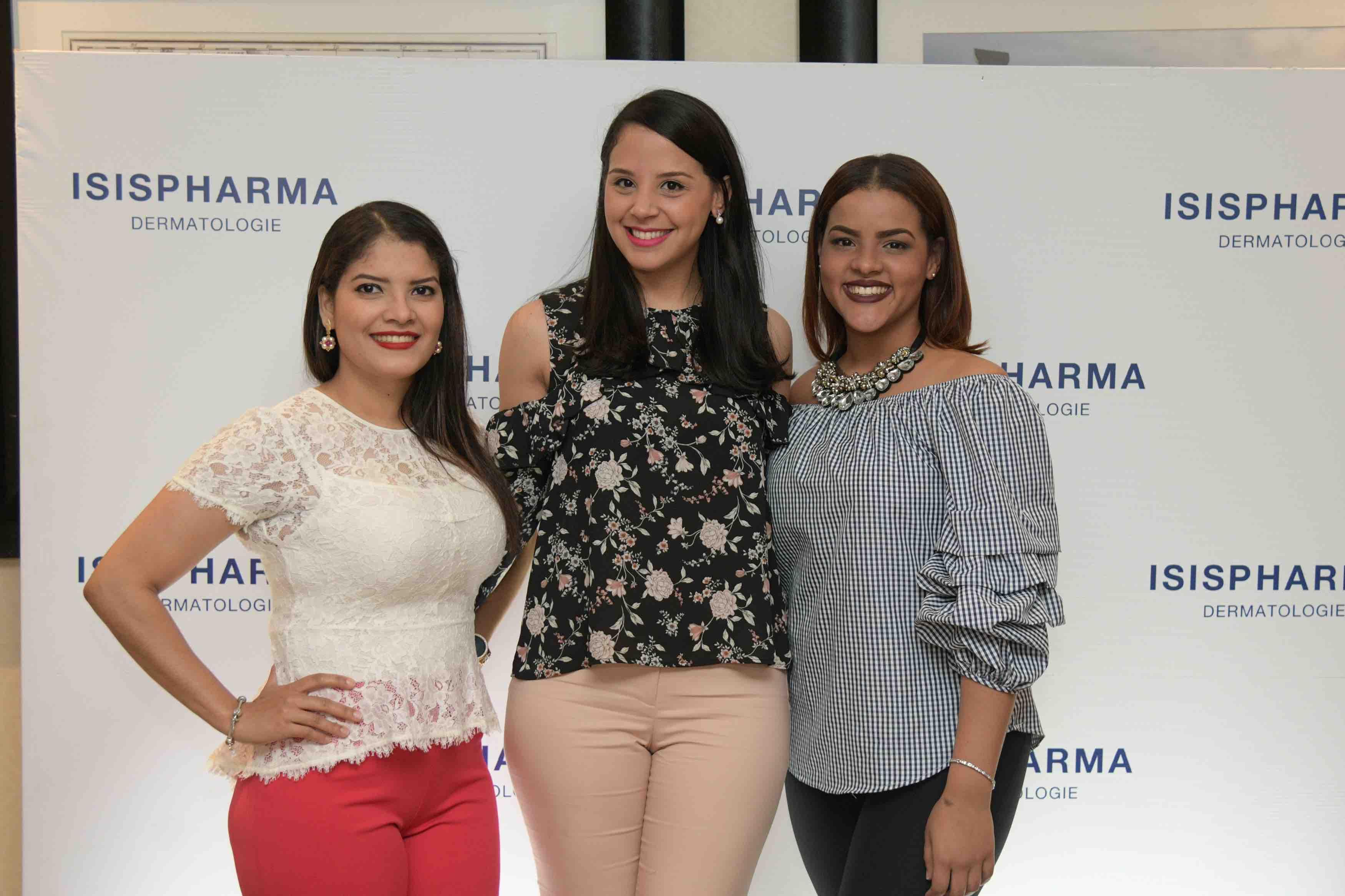 11. Maricris Ceballos, Camila Berrido y Esmely Almanzar