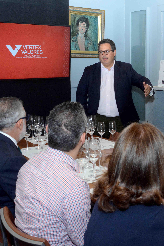 8.Manuel Caceres.