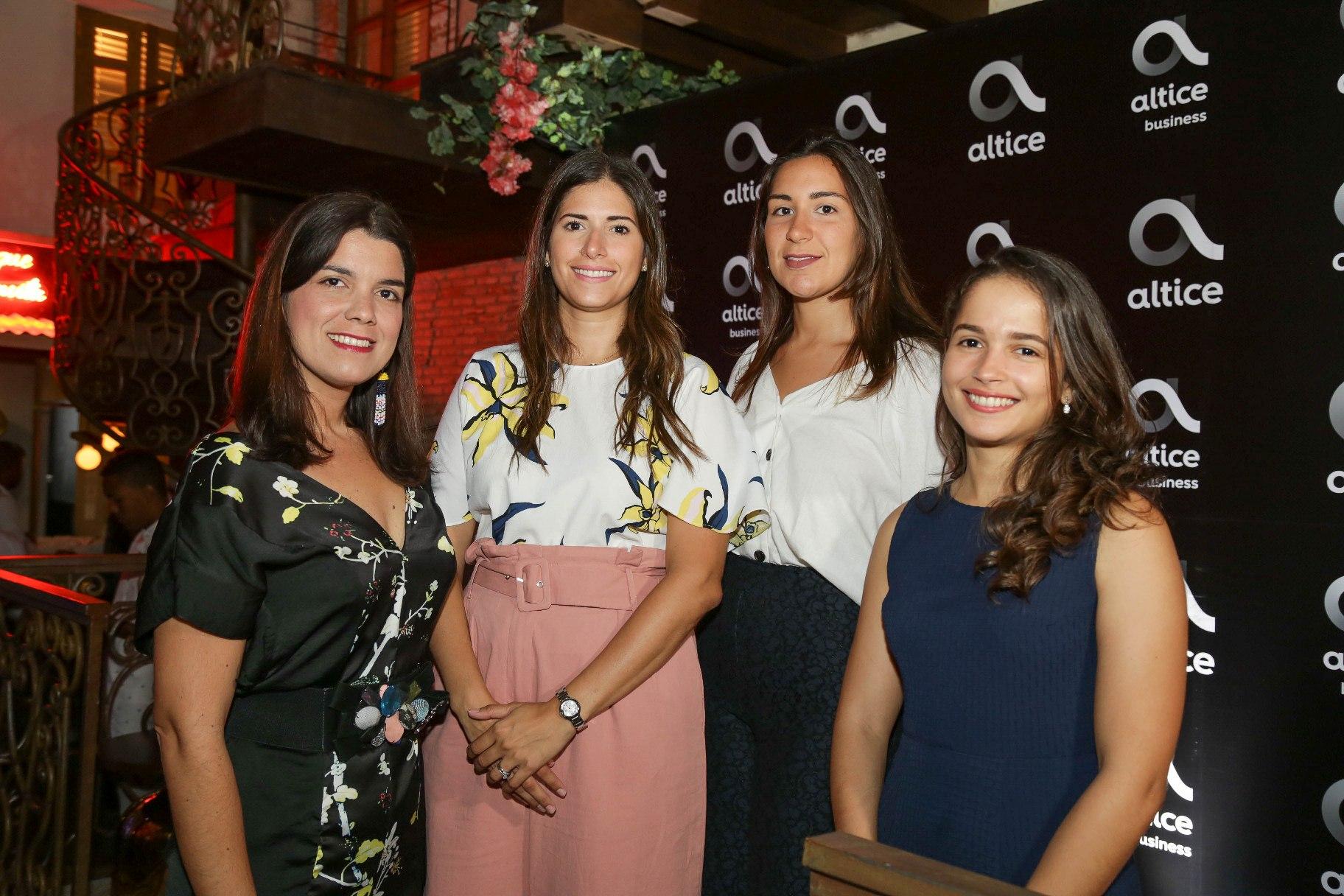 3 Eloisa Marmolejos, Claudia Defillo, Michelle Badía y Rosa Villabrille