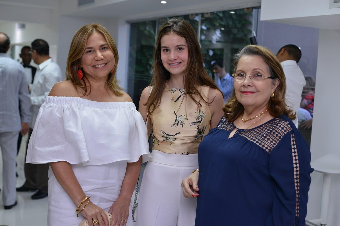 Alina Abreu,Sara Cuadra,Lidia de Nouel