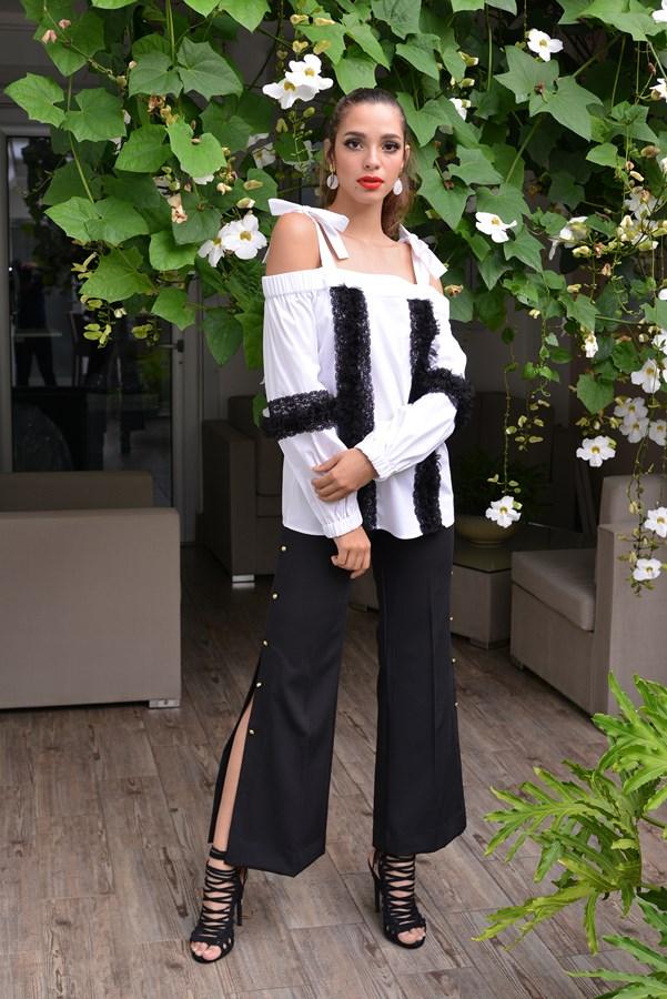 Modelo posando vestuario nueva colección Patricia Guerra