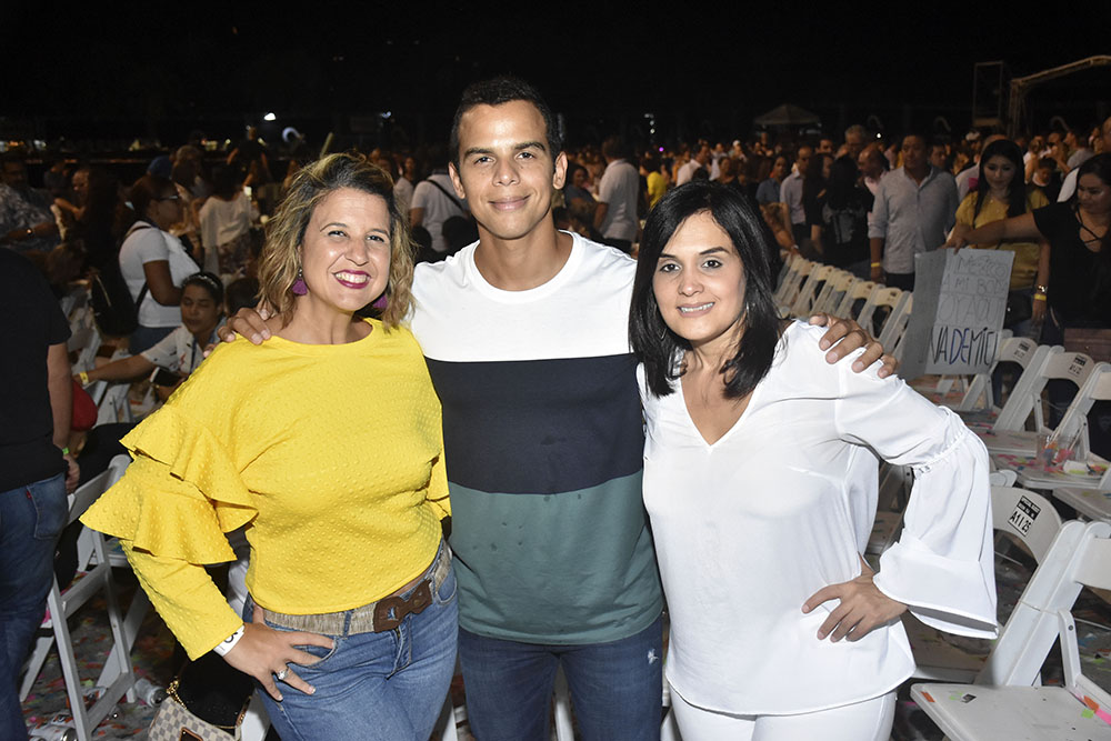 1. PRINCIPAL Giselle Caputo, Saymon Diaz y Liza Arzeno