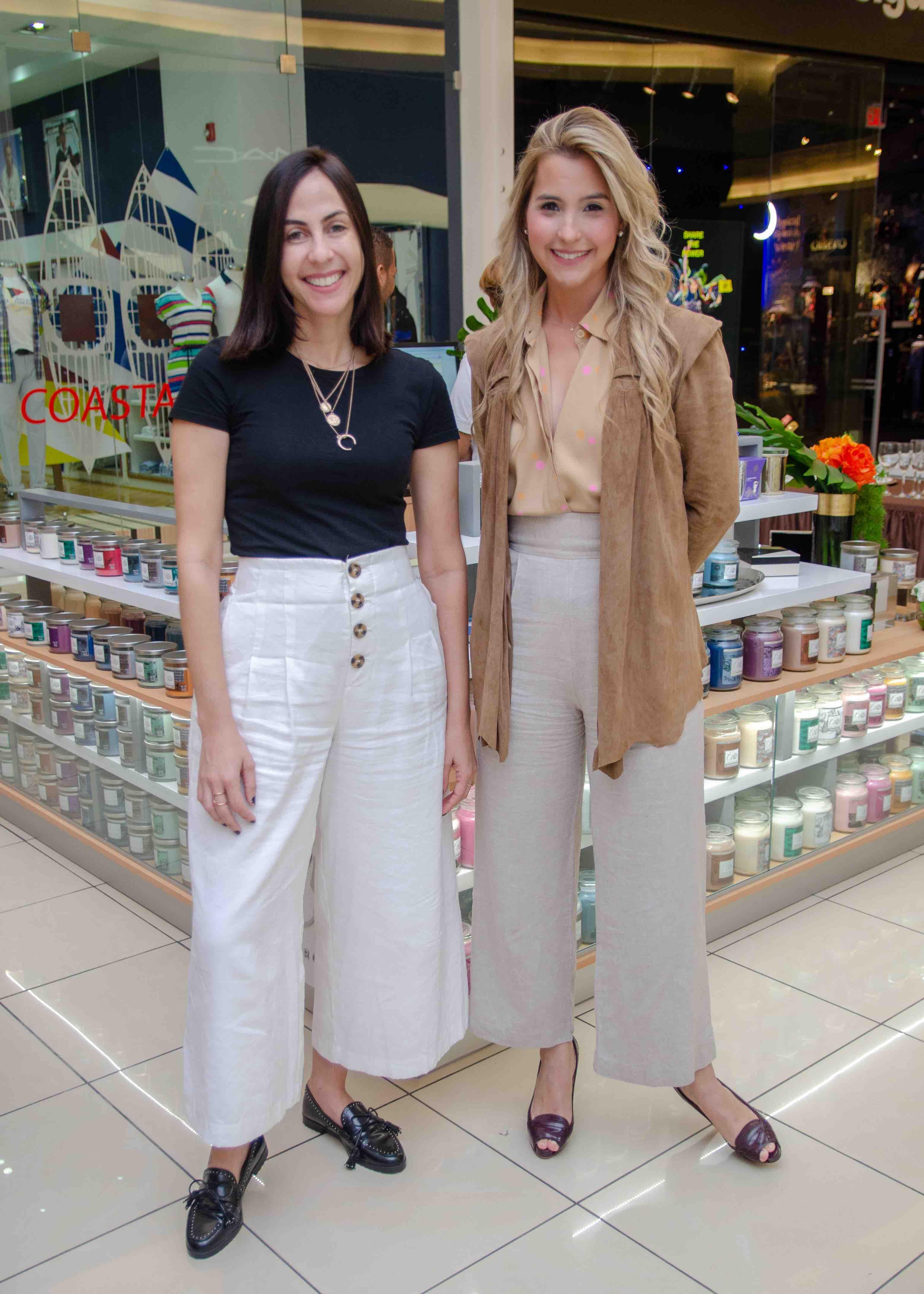5. Ariadna Sanchez y Lia Castillo