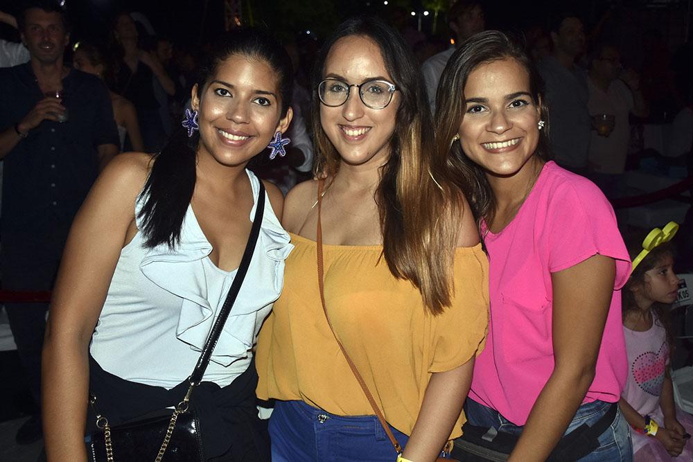 7. Carolina Duarte, Mariel Gonzalez y Marecelle Villaverde