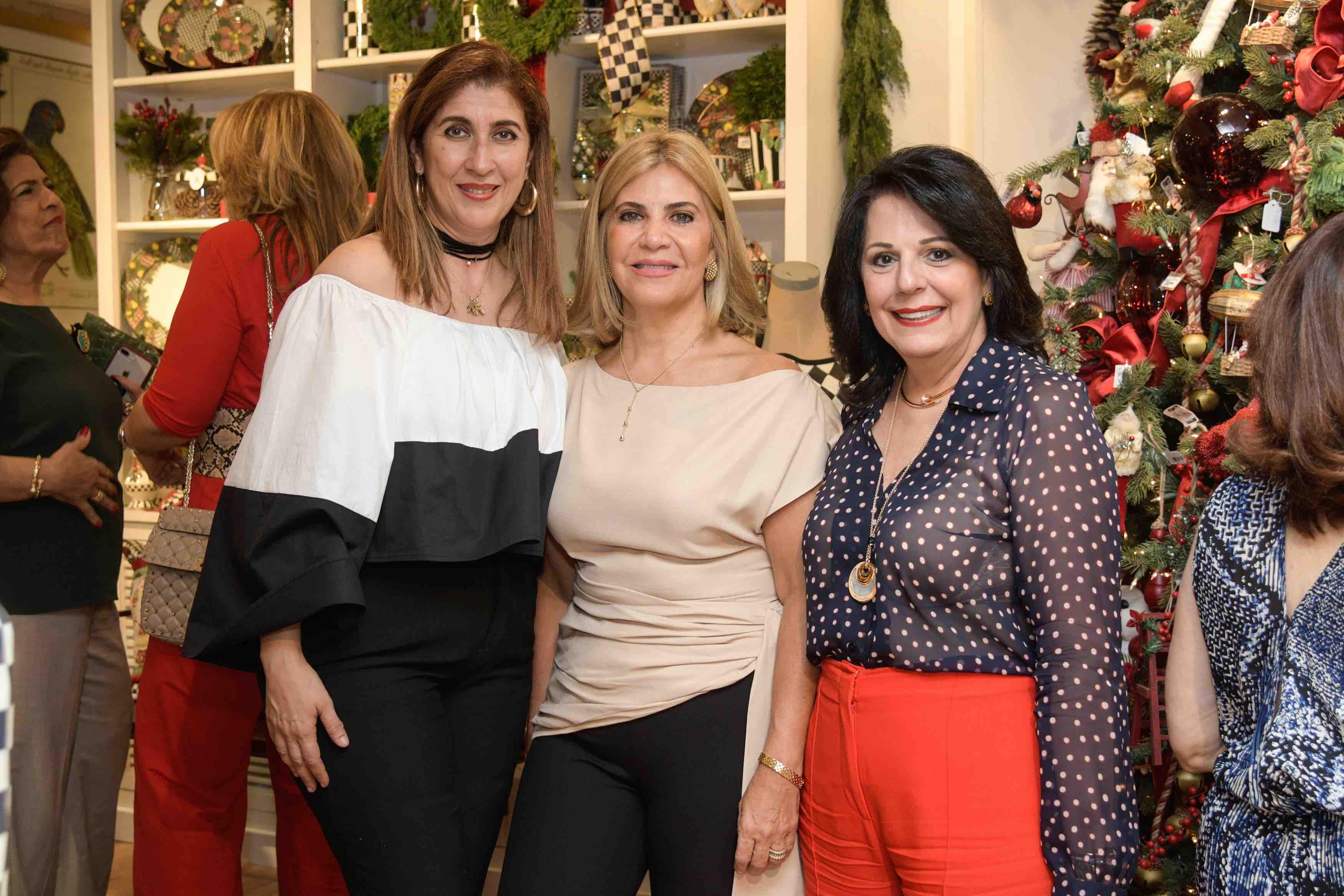 2. Desiree Bonetti, Mayra Pellerano & Chabela Estrella De Bisono
