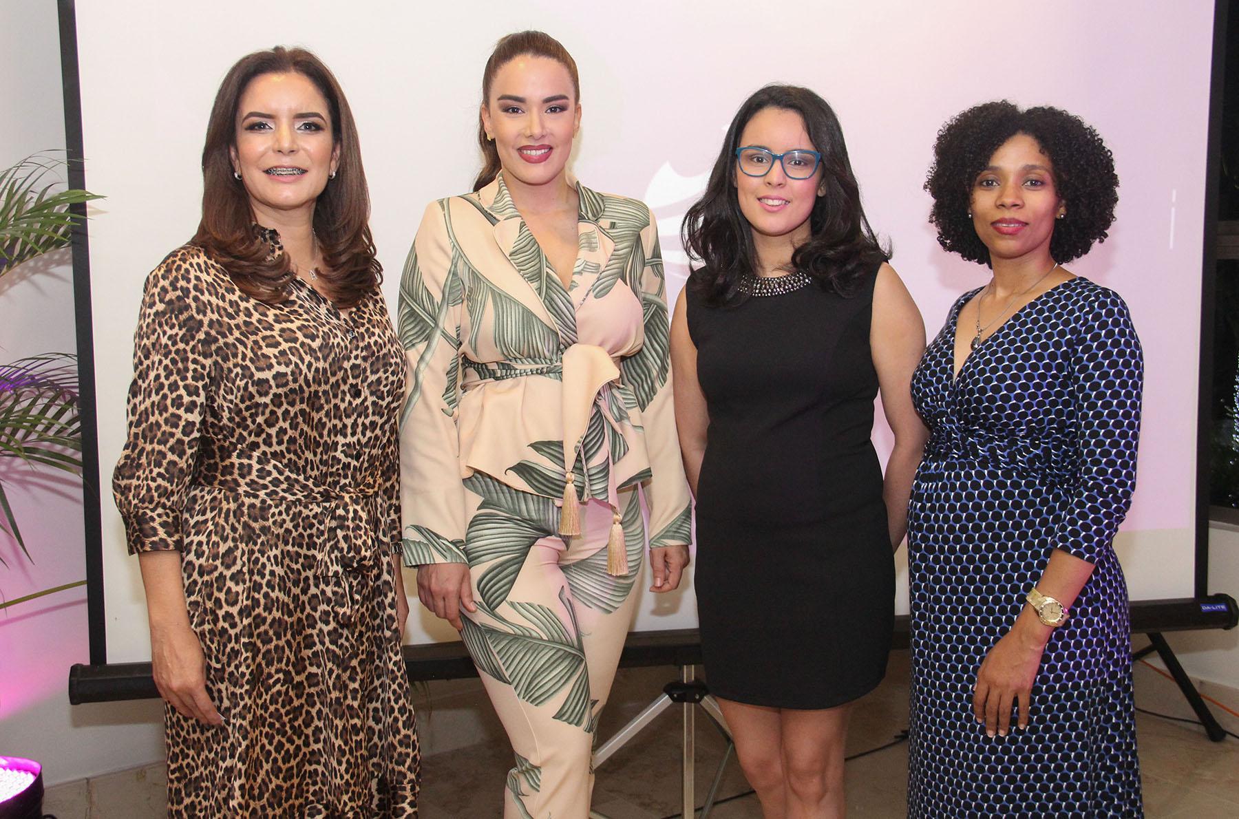 Principal Ada Fernandez, Isaura Taveras, Ana Teresa Martínez y Celeste Olavarria