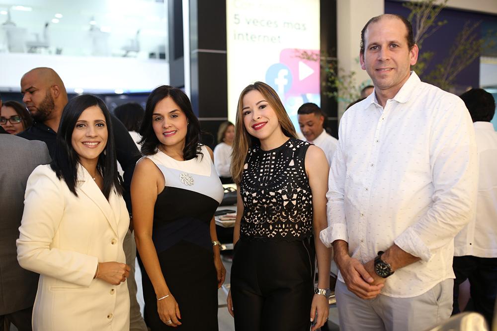 4. Jessica Rizik, Liza Arzeno, Gisel Tineo y Luis José Prieto