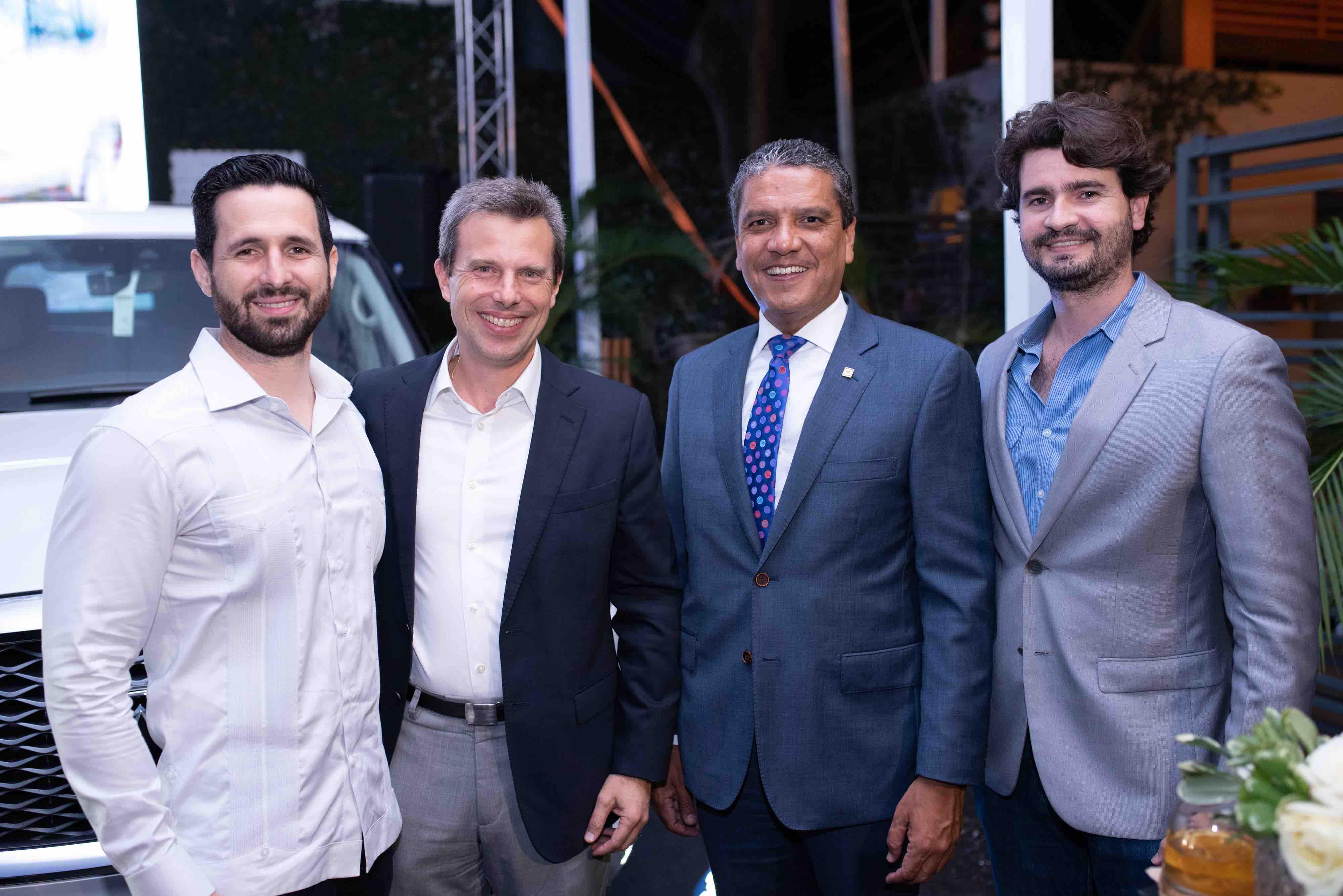 8. Enrique Bordas, Marcos Cabral, Ricardo de la Rocha y Juan Carlos Sobrino