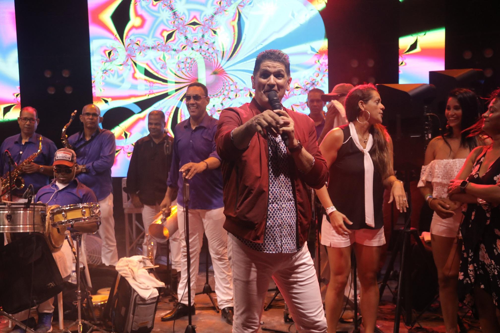 Eddy Herrera durante su show