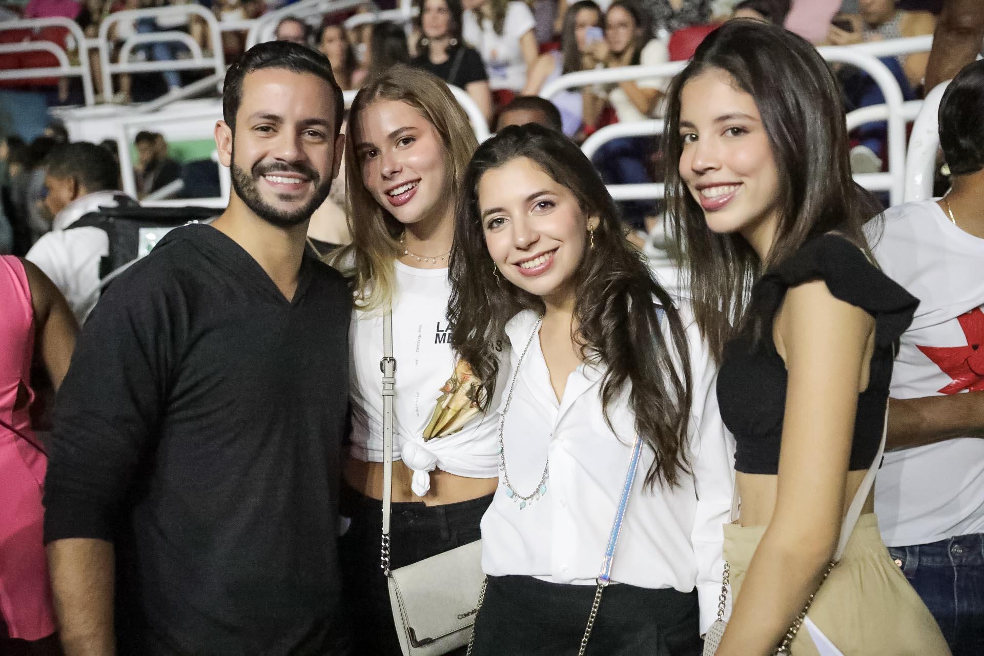 10. Carlos Durán, Shaylene Saahad, Rosa Hiraldou y Sarah Farre