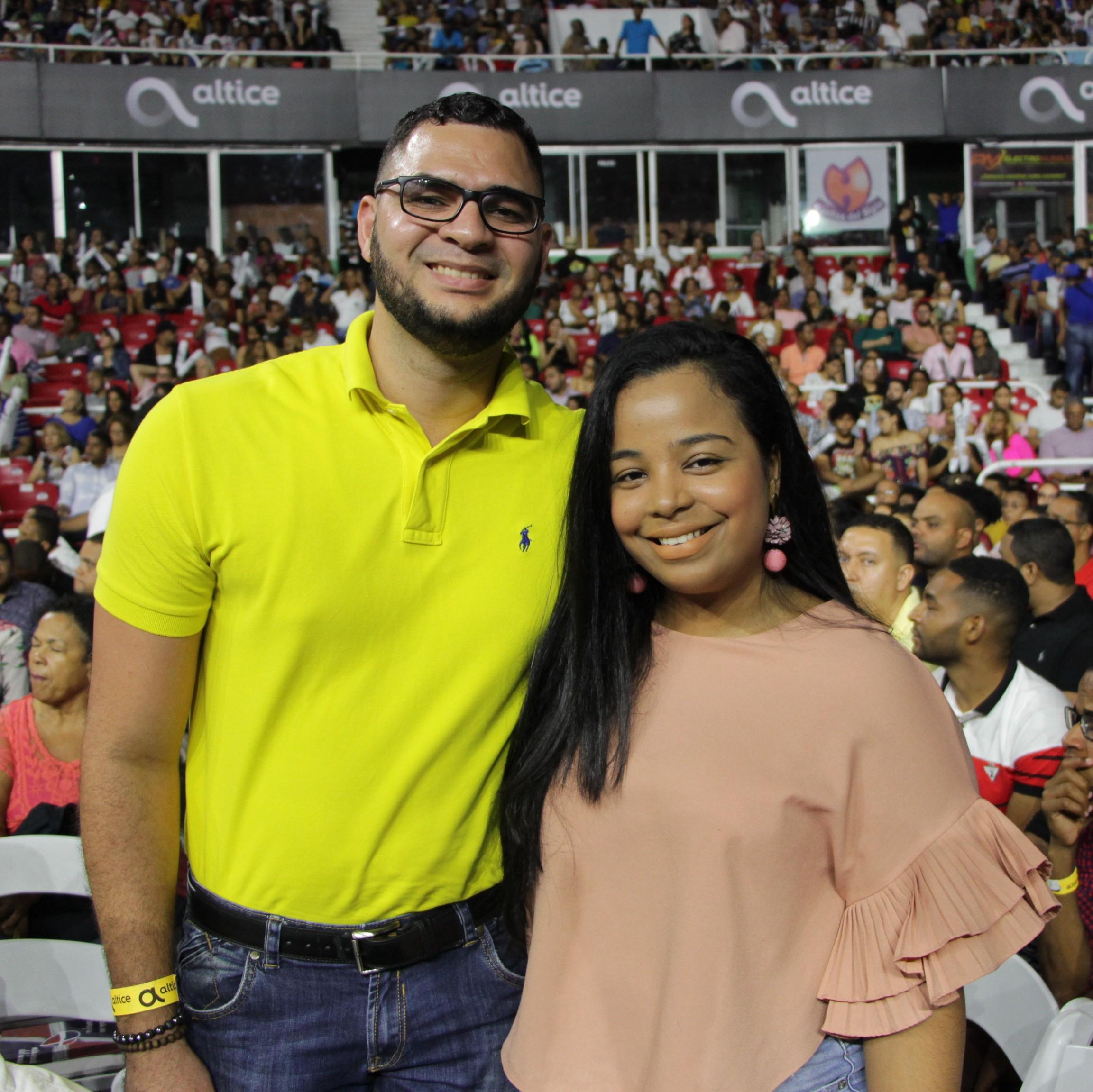 8. Ronny Castillo y Liza Luna