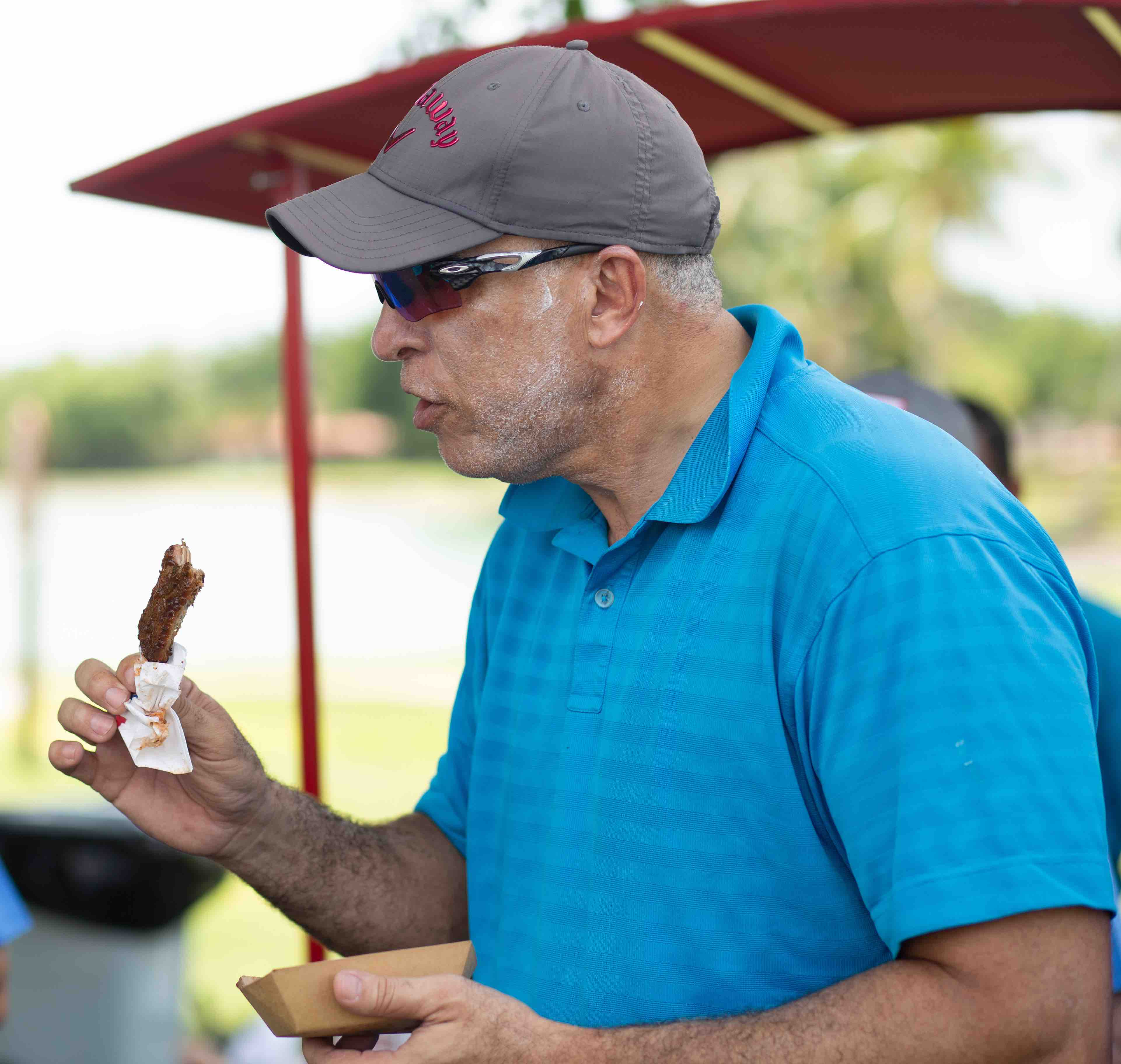 Golfistas disfrutando los platos de Imex
