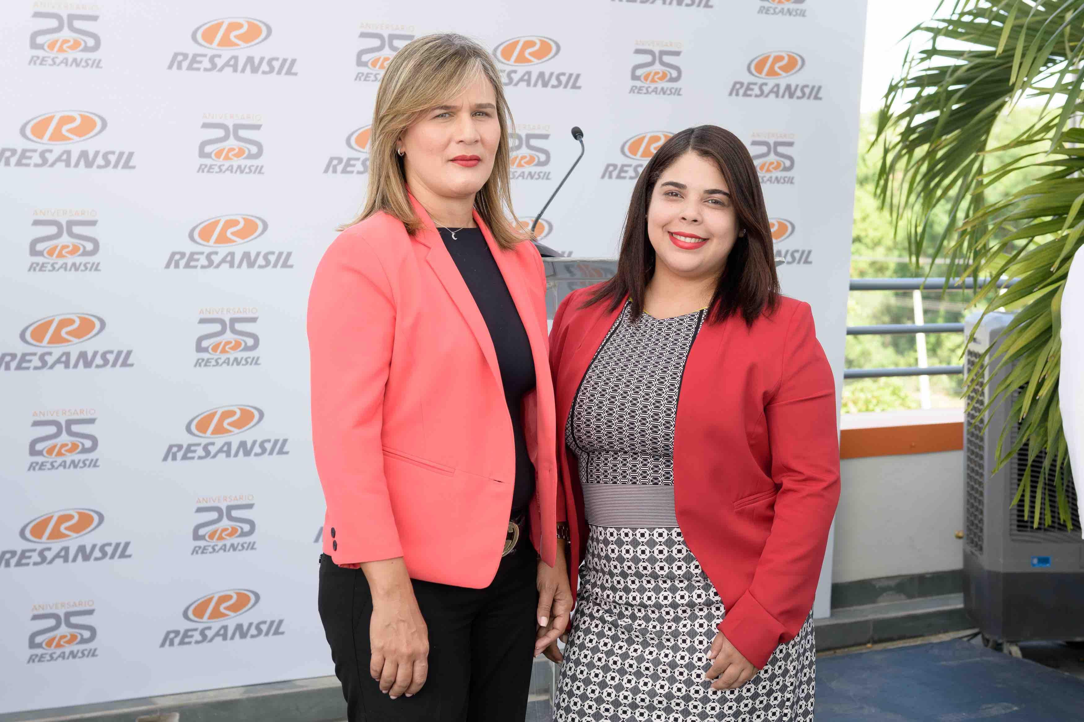 12. Inés Pimentel & Delia Ortiz
