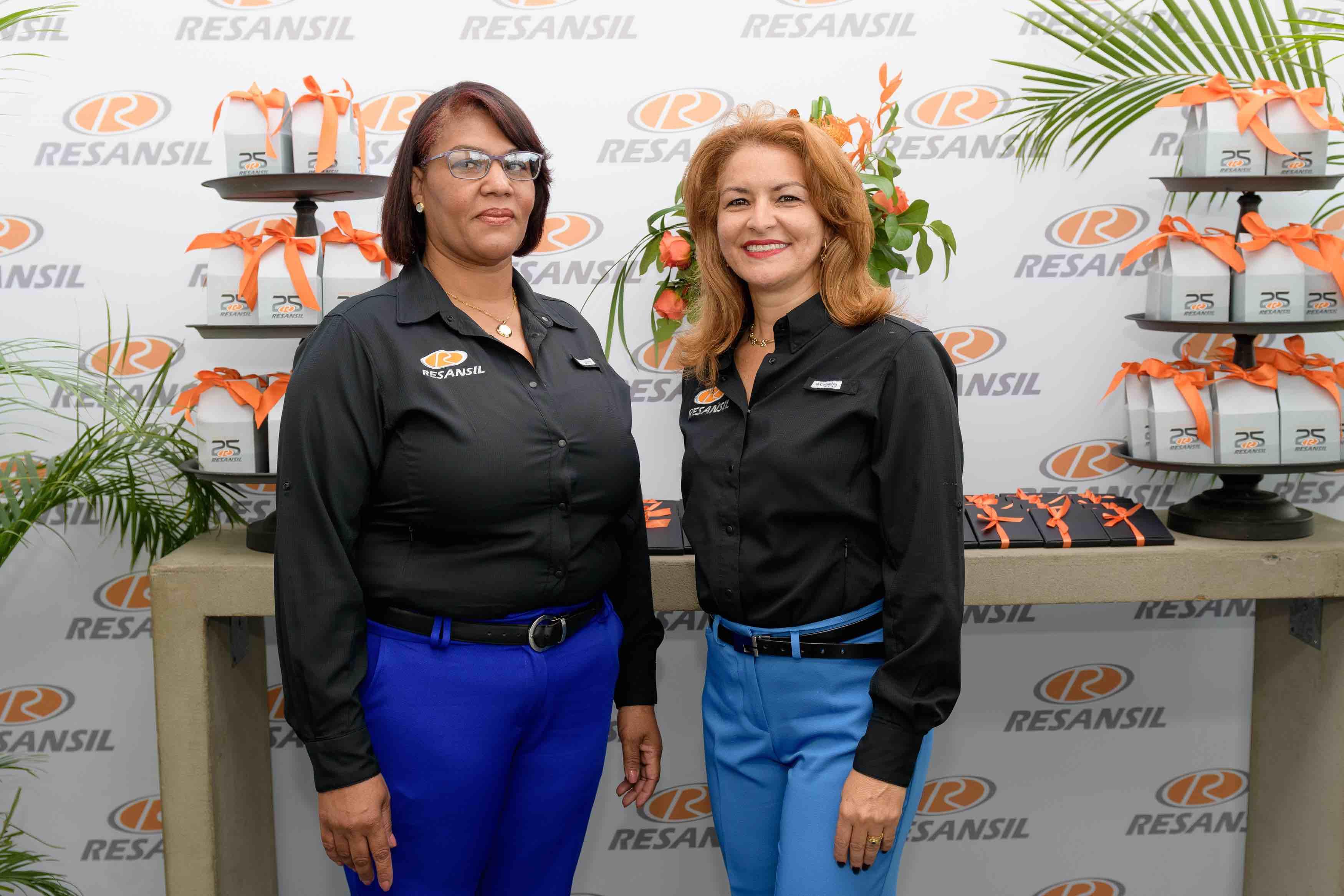 17. Elaine Canahuate & Antonia Familia