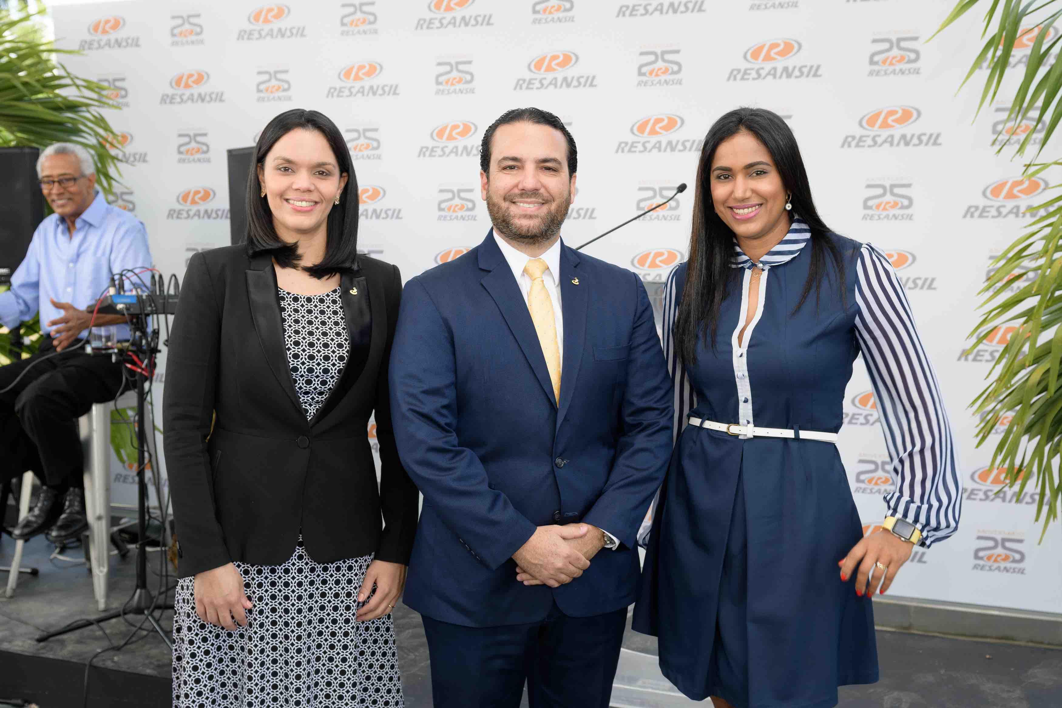7. Belen Cruz, Javier Abbott & Berenice Canela