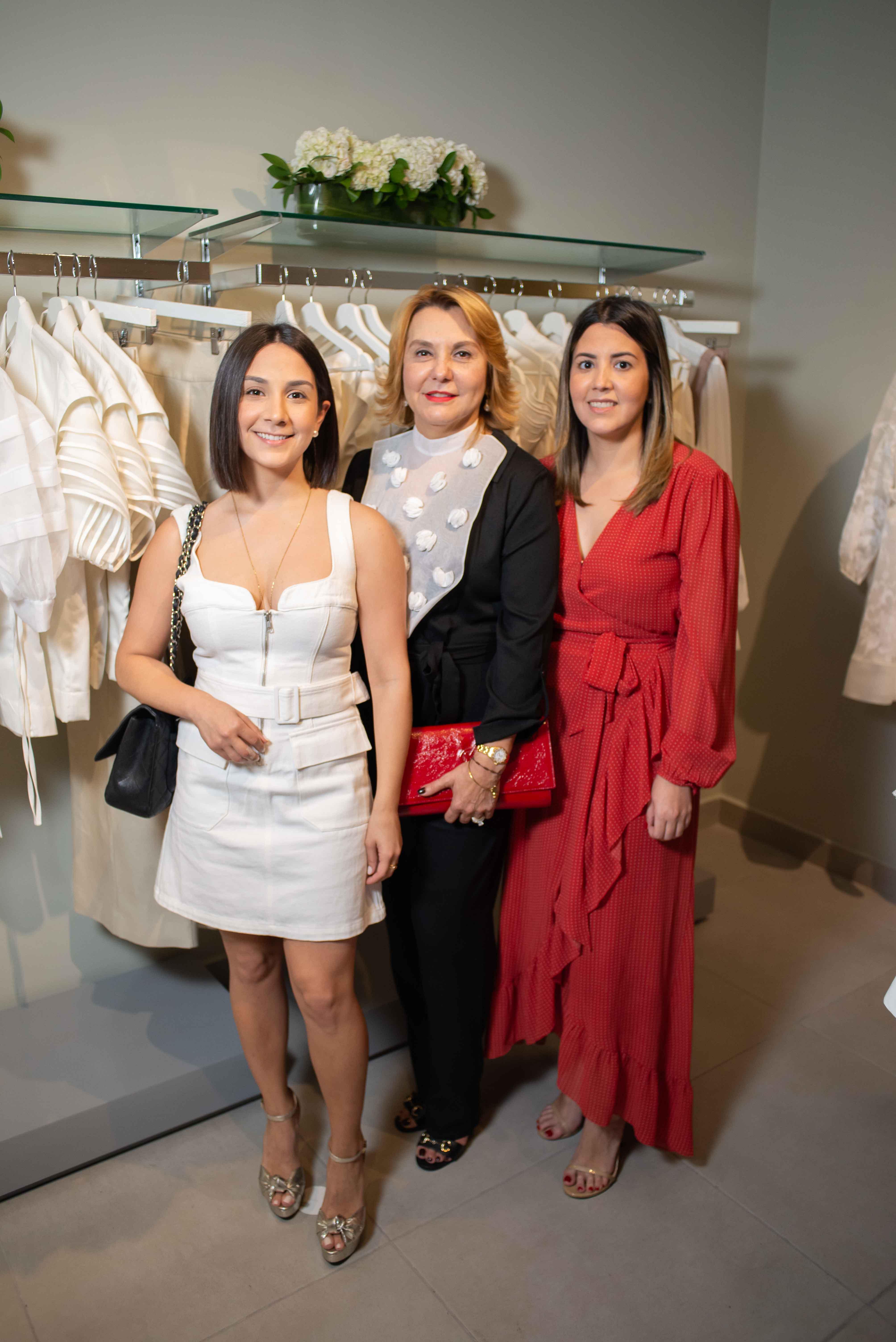12. Diane Santana, Bronis de Sentana & Paola Santana