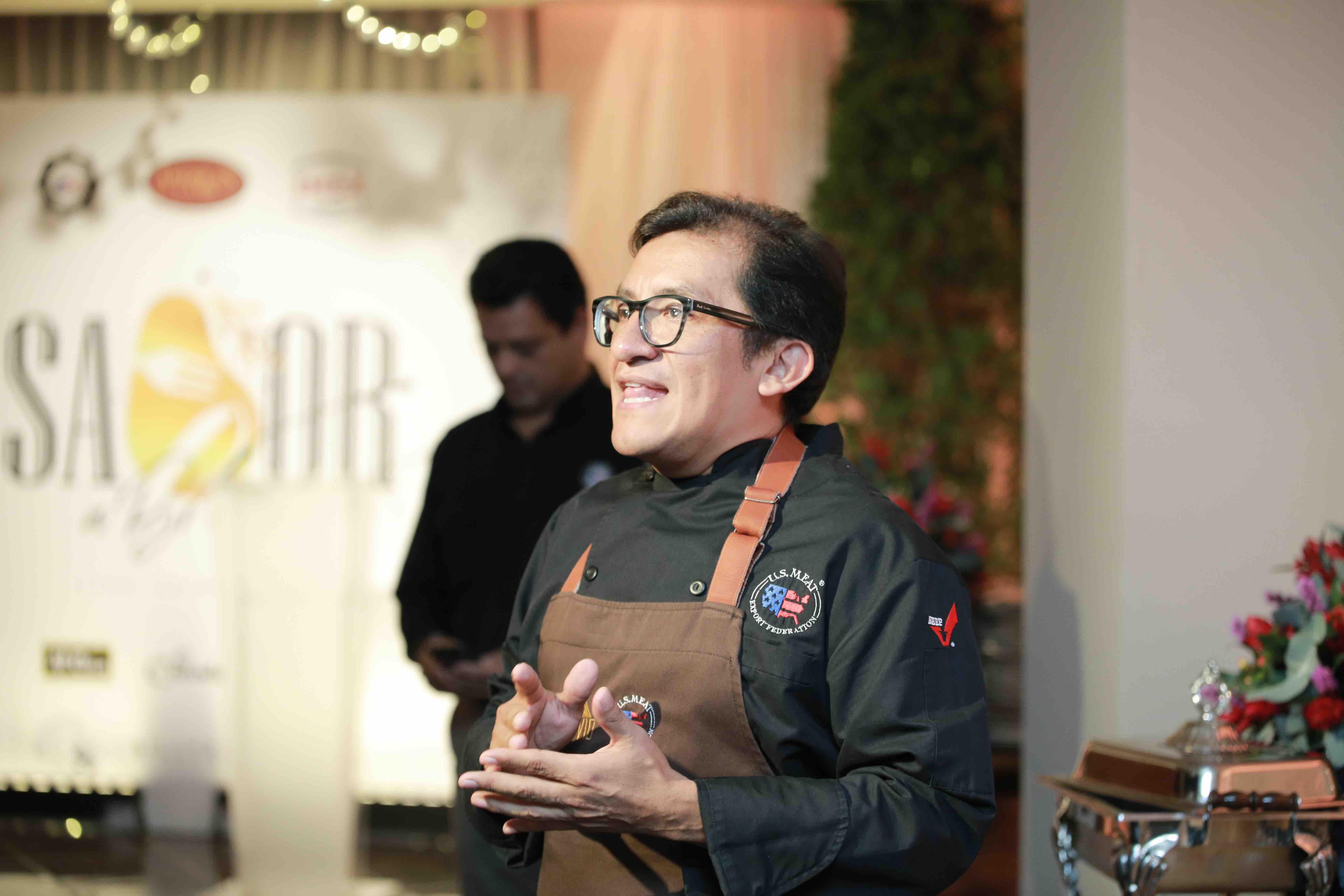 Chef German Navarrete compartiendo las bondades del Cordero Americano