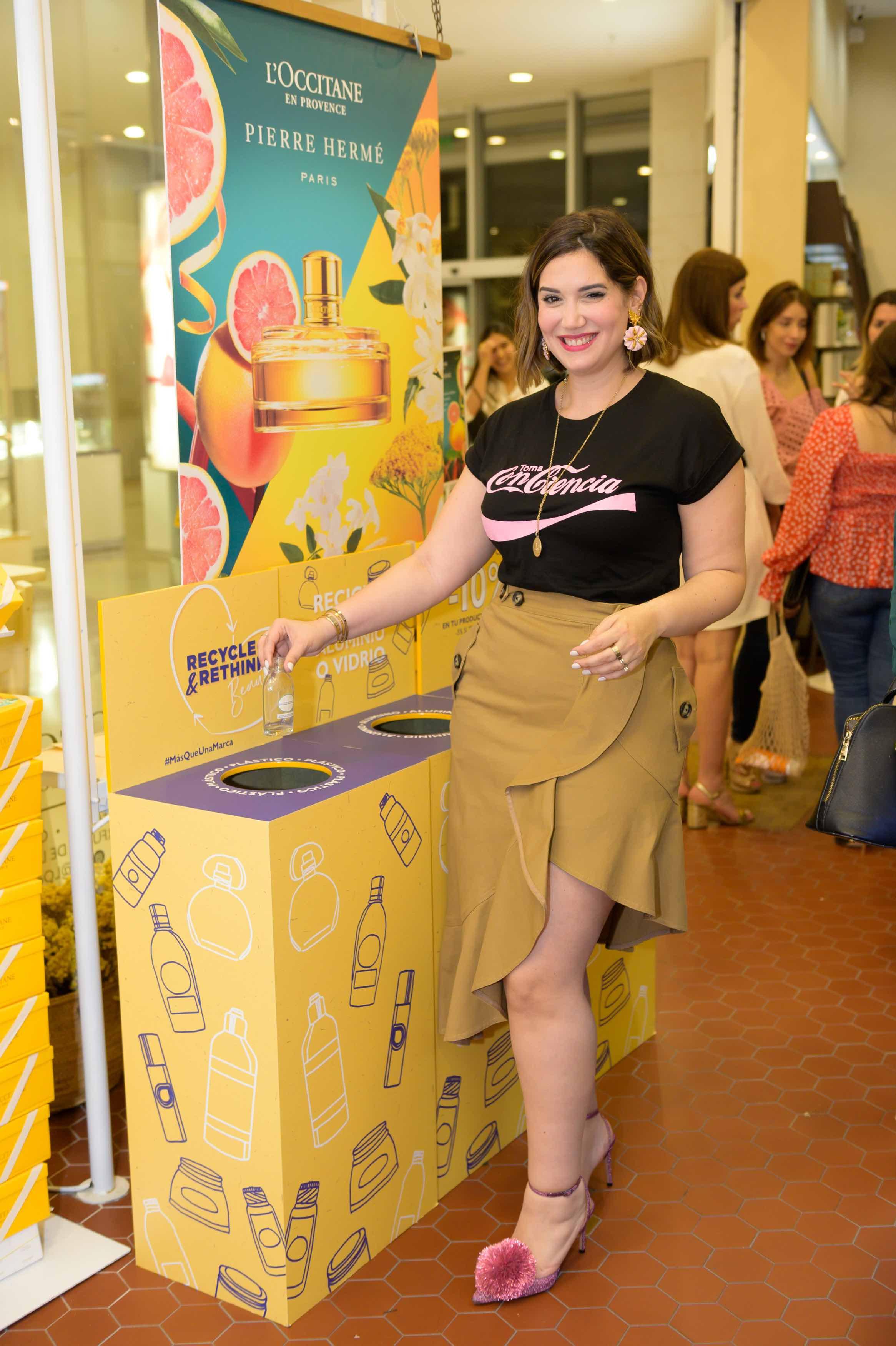 María Conchita Arcalá reciclando su frasco