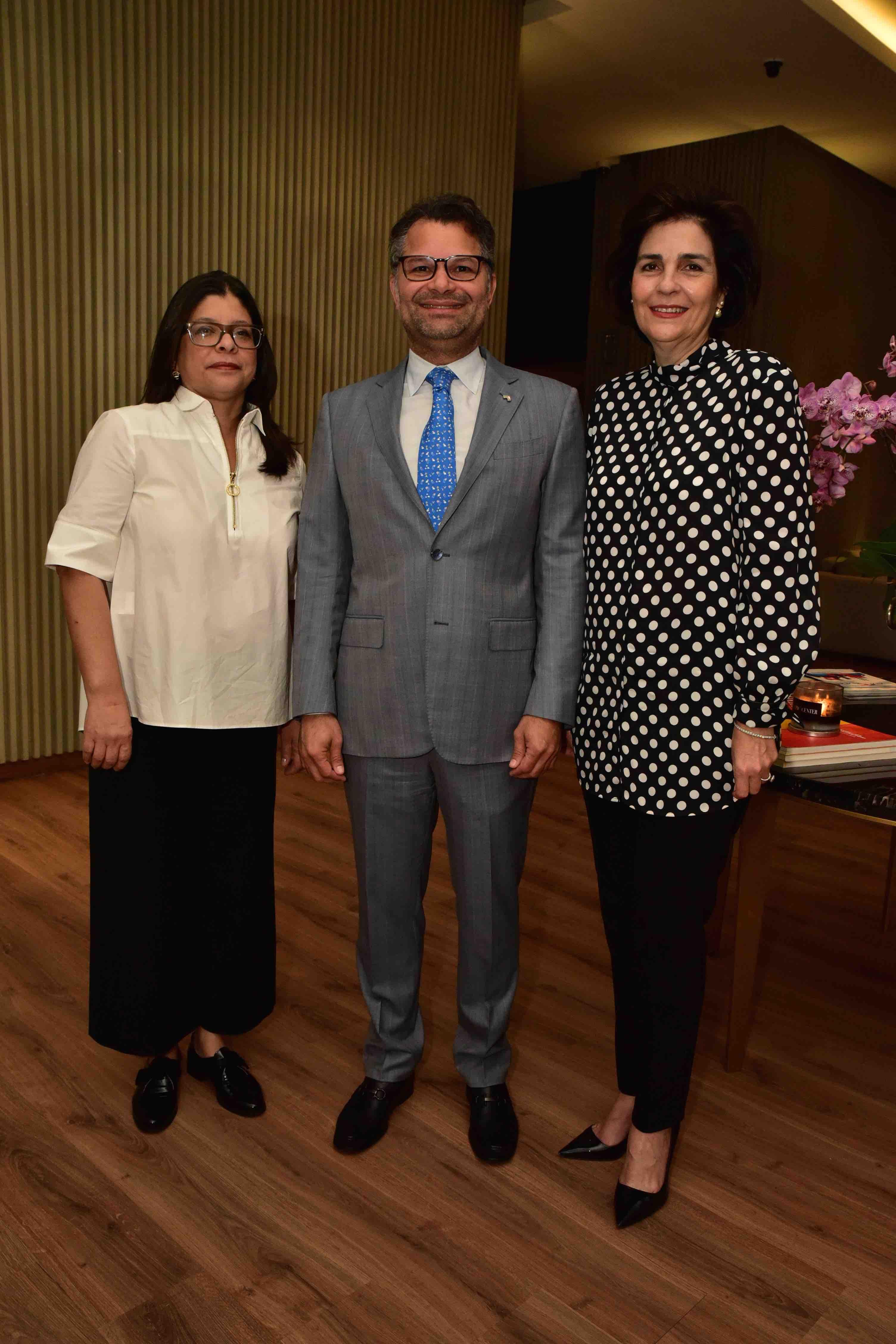 Principal 2 Ingrid Grullón, Alberto Y. Cruz, María Amalia León