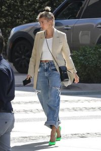 19-Of-The-Best-Hailey-Bieber-Outfits-—-WOAHSTYLE