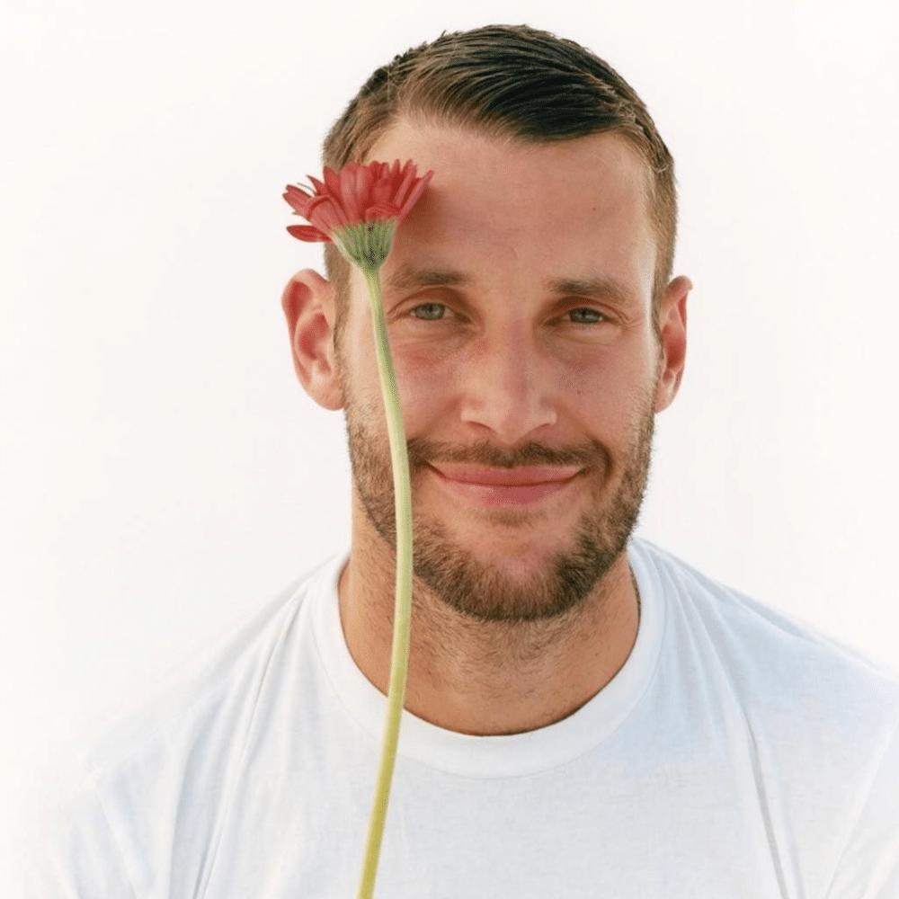 Simon Porte y su firma Jacquemus dan apertura a una boutique floral de concepto pop up, en asociación con la la firma Les Fleurs de Paul
