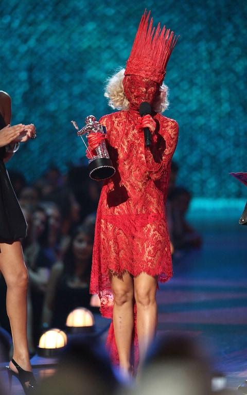 Recibiendo el premio a la Mejor Artista Nueva en los MTV del 2009