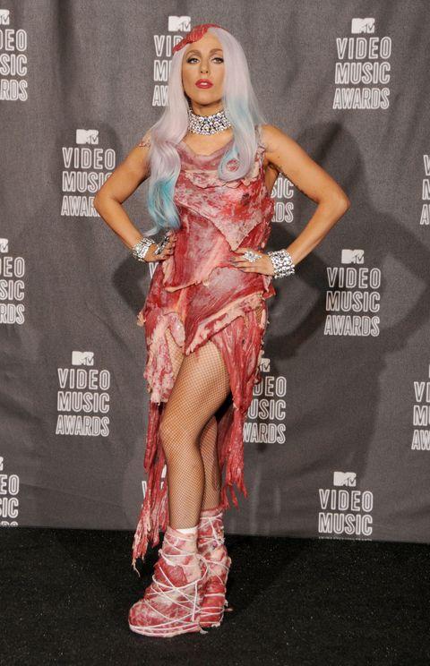 El famoso vestido de carne con el que aceptó el premio al mejor video en los MTV 2010