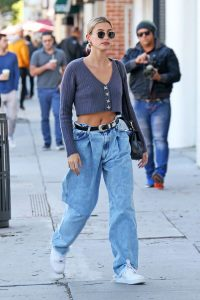 Hailey Bieber gets coffee to go for husband justin  Pictured: Hailey Bieber Ref: SPL5145983 040220 NON-EXCLUSIVE Picture by: ENT / SplashNews.com  Splash News and Pictures Los Angeles: 310-821-2666 New York: 212-619-2666 London: +44 (0)20 7644 7656 Berlin: +49 175 3764 166 photodesk@splashnews.com  World Rights, No France Rights, No Italy Rights, No Japan Rights