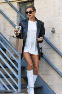 https-bae.hypebeast.com-files-2019-11-hailey-bieber-style-wardrobe-essentials-how-to-dress-like-model-celebrity-1