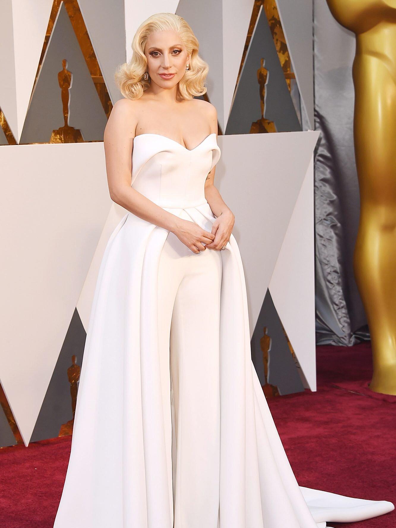 En los Oscar 2016 vestida por Brandon Mxwell