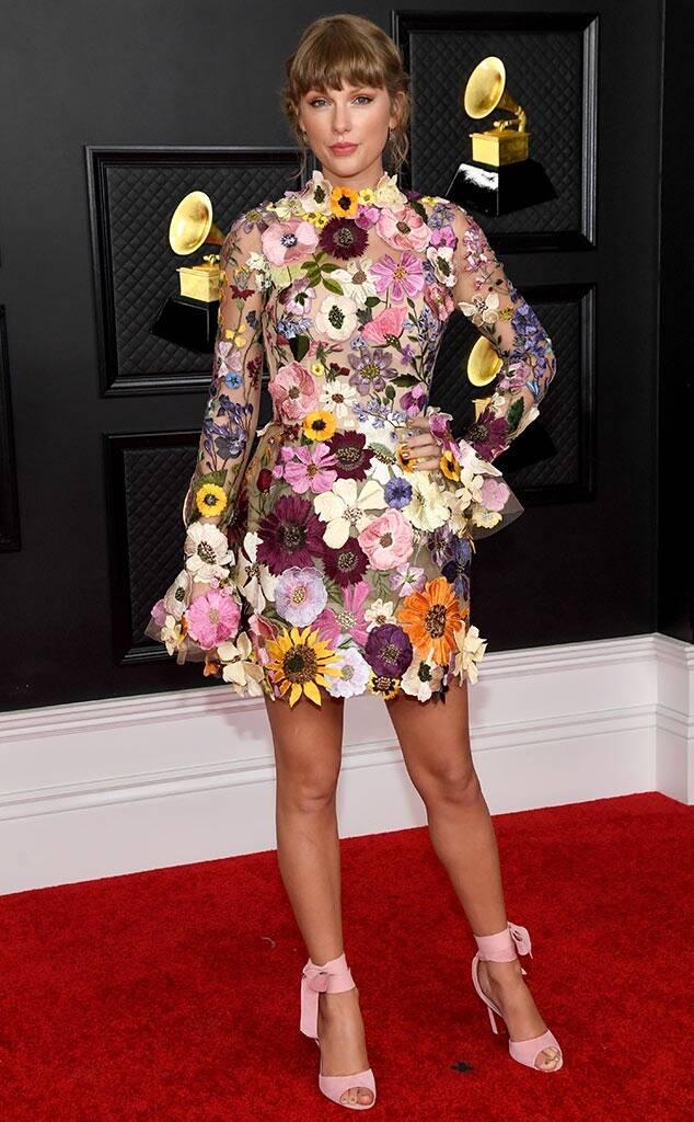 Taylor Swift vestida por Oscar de la Renta.