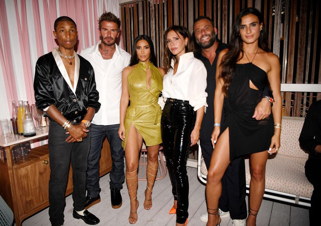 Pharrell, David Beckham, Kim Kardashian, Victoria Beckham, David Grutman e Isabela Grutman. Courtesy Instagram The Goodtime Hotel