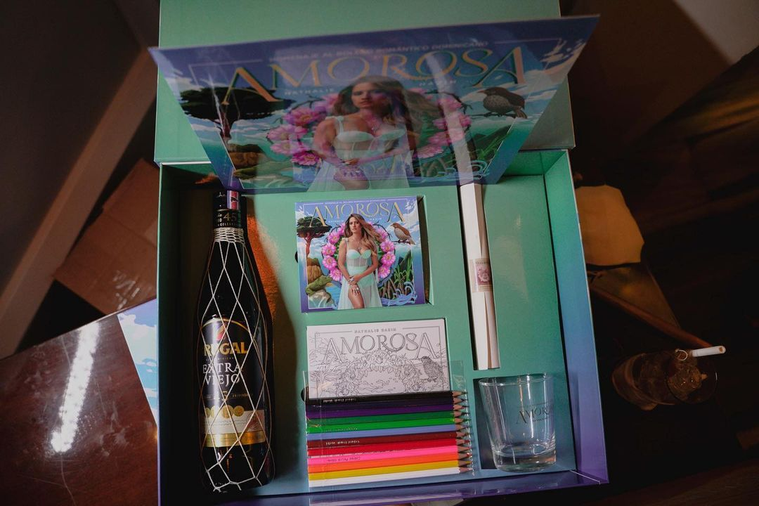 Packaging del nuevo disco ¨Amorosa¨ de Nathalie Hazim