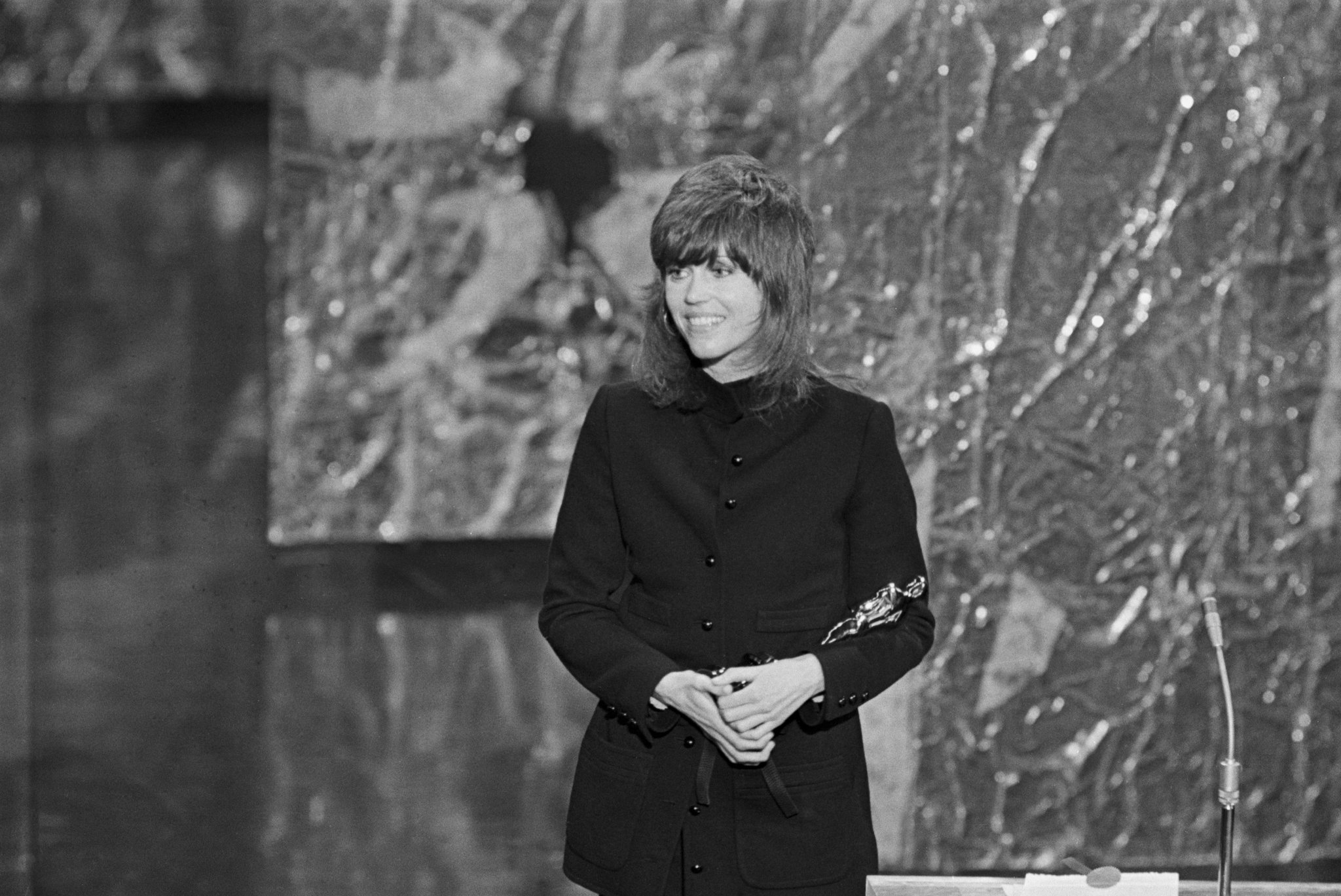 Jane Fonda en 1972 vestida por Yves Saint Laurent.