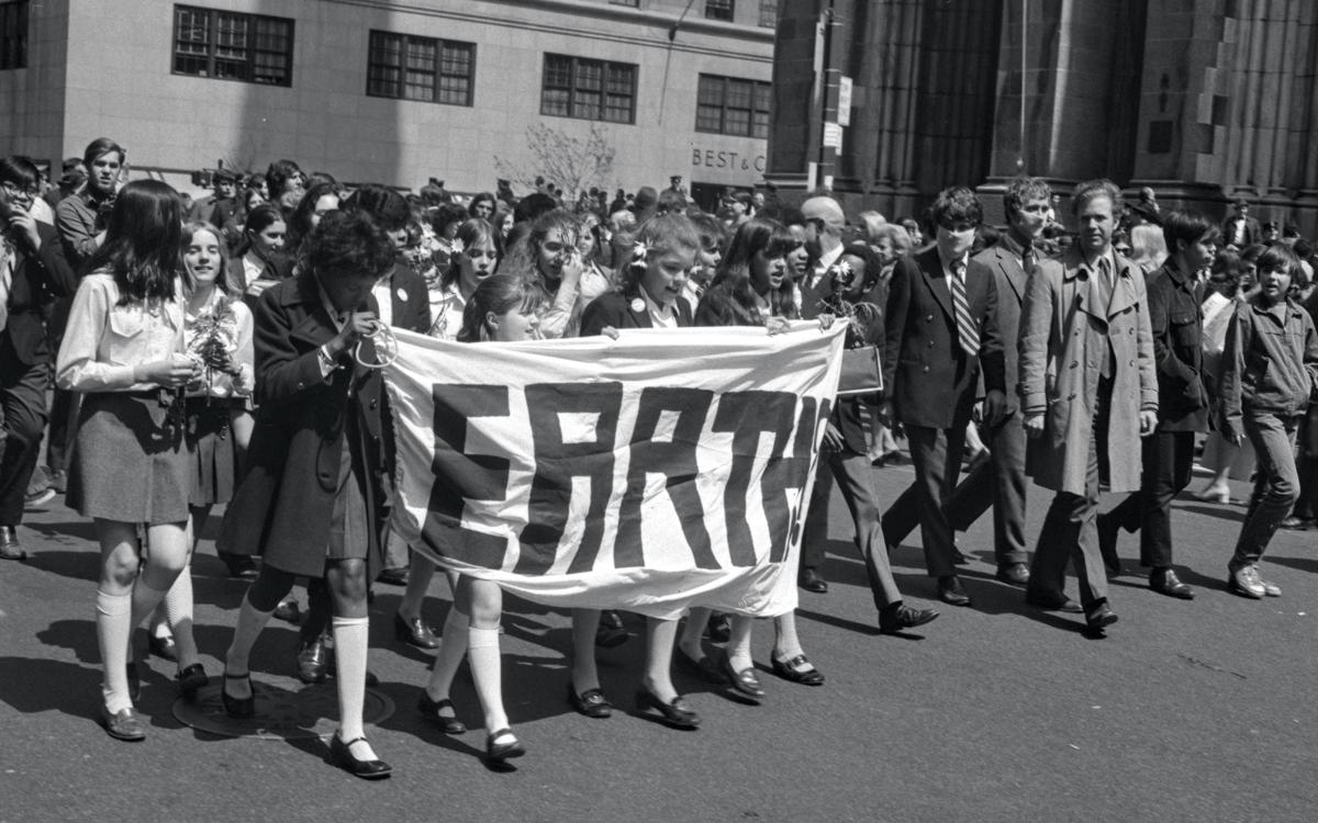 Una de las primeras manifestaciones realzadas a inicios de los 70 para conmemorar el ¨Dia de la Tierra¨
