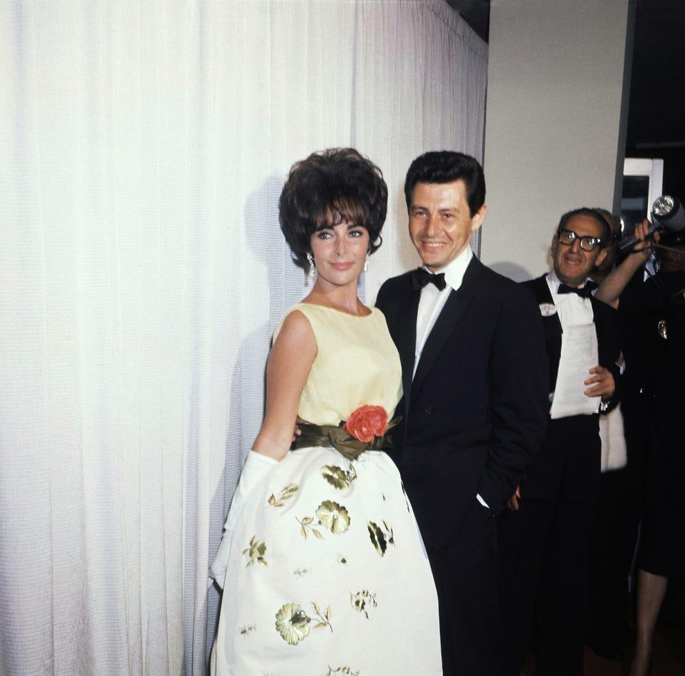 Elizabeth Taylor vestida por Christian Dior en 1961.