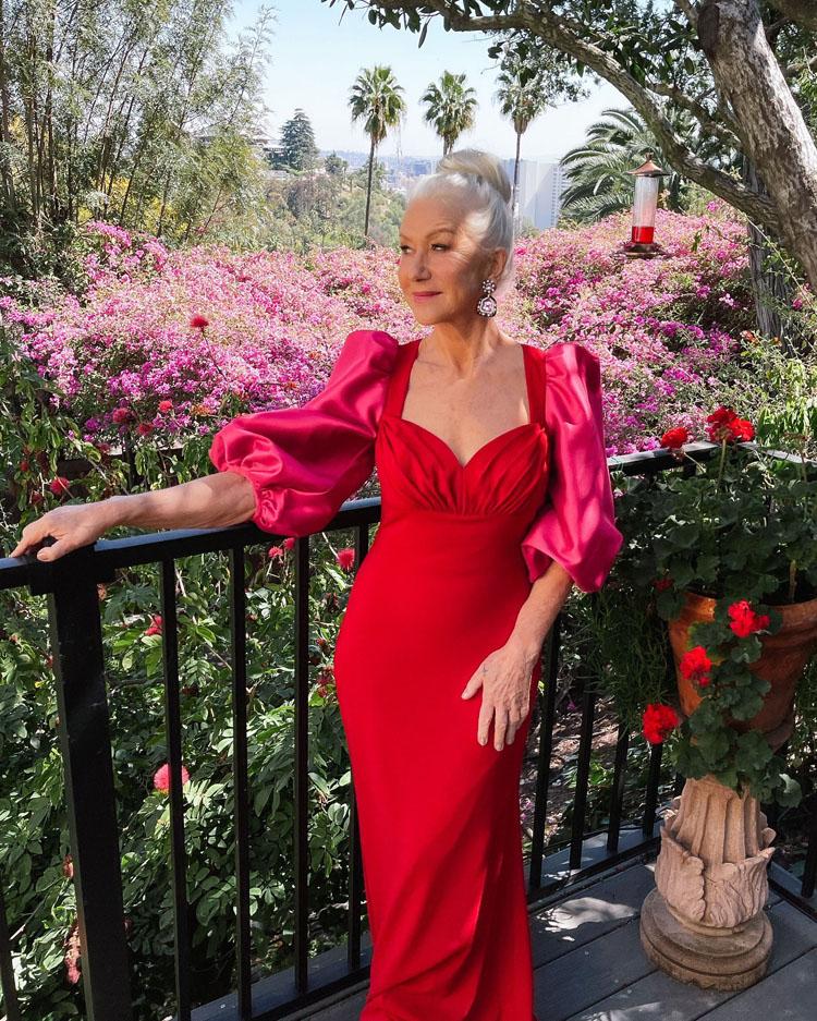 Helen Mirren proyectando como siempre elegancia, esta vez de la mano de Badgley Mischka