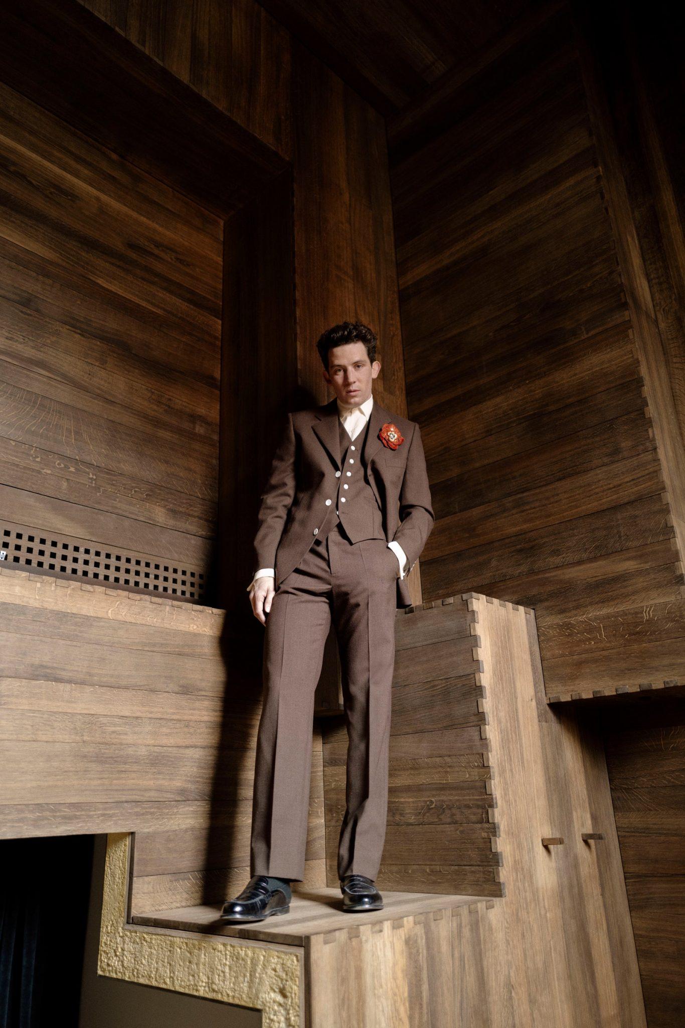 Josh O´Conno con un suit d ella colección fall-winter 2021 de Lowe