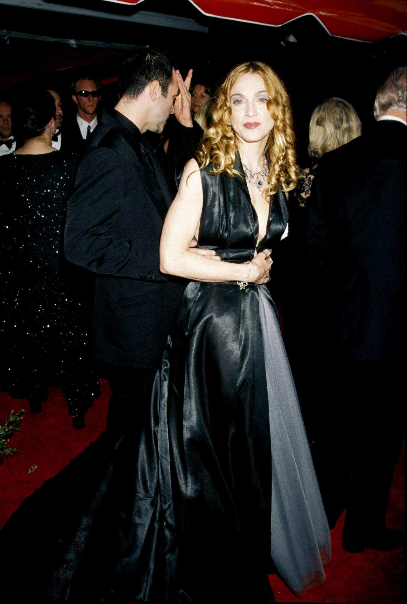 Madonna vistiendo de Jean-Paul Gaultier en los Oscar de 1998.
