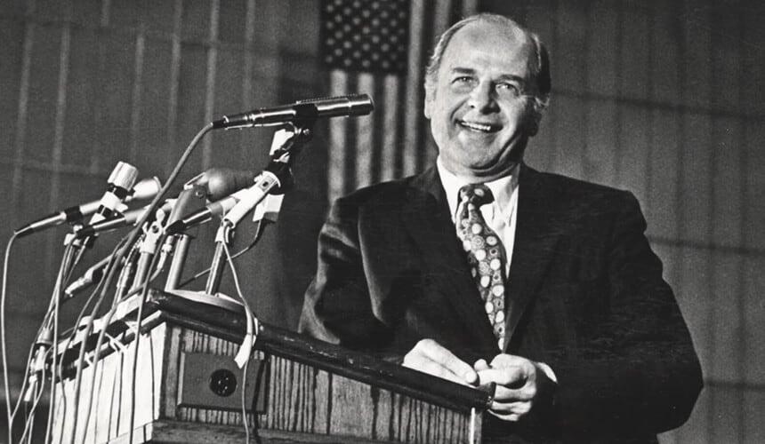 El senador estadounidense Gaylord Nelson, principal promotor en el congreso de Estados Unidos de el ¨Día de la Tierra ¨