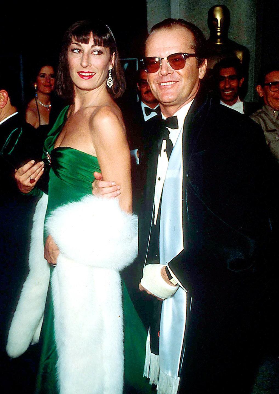 Angelica Huston vestida por Tzetzi Ganev, Oscar 1986.