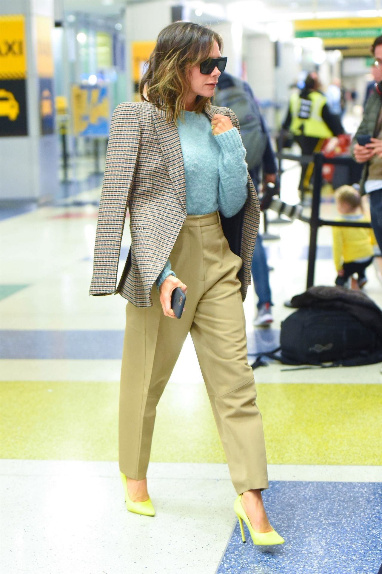 victoria-beckham-style-jfk-airport-in-new-york-10-14-2019-6