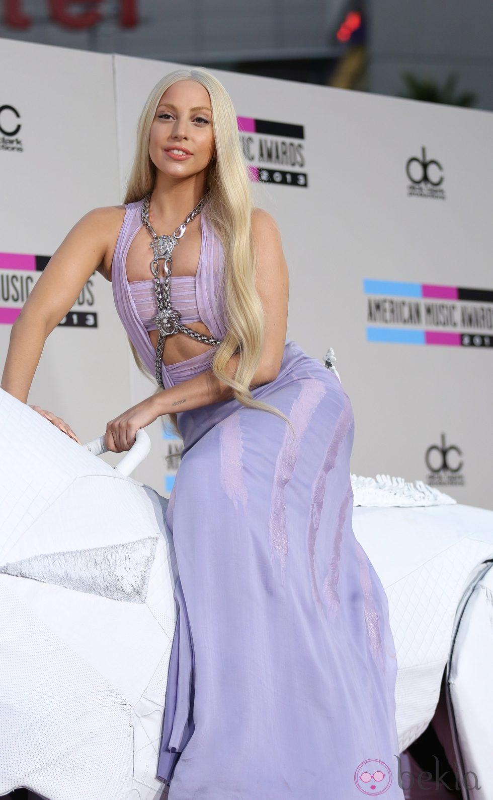 Lady Gaga vestida por la firma en los American Music Awards 2011.