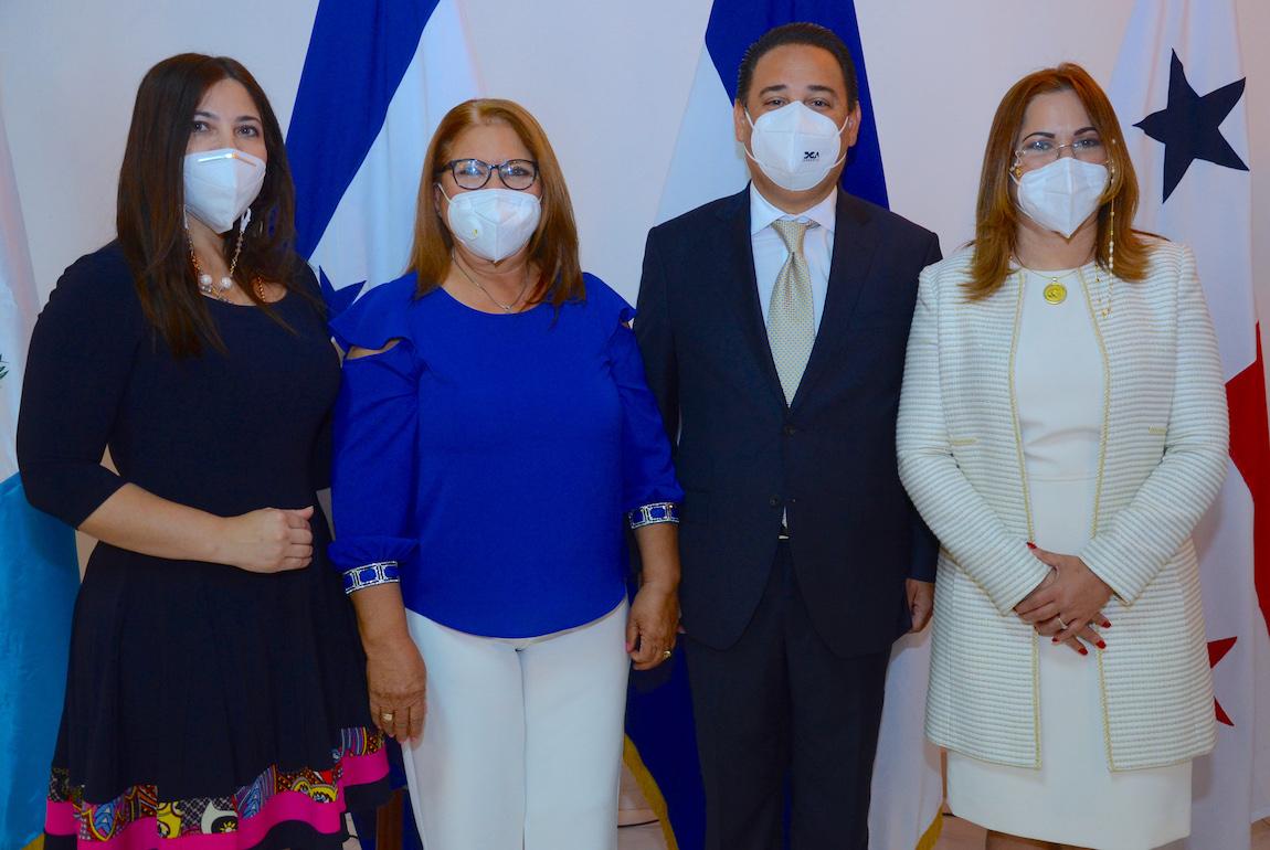 Nancy Arias, Sara Inés Moreno, Opinio Alvarez y Katty Grullón