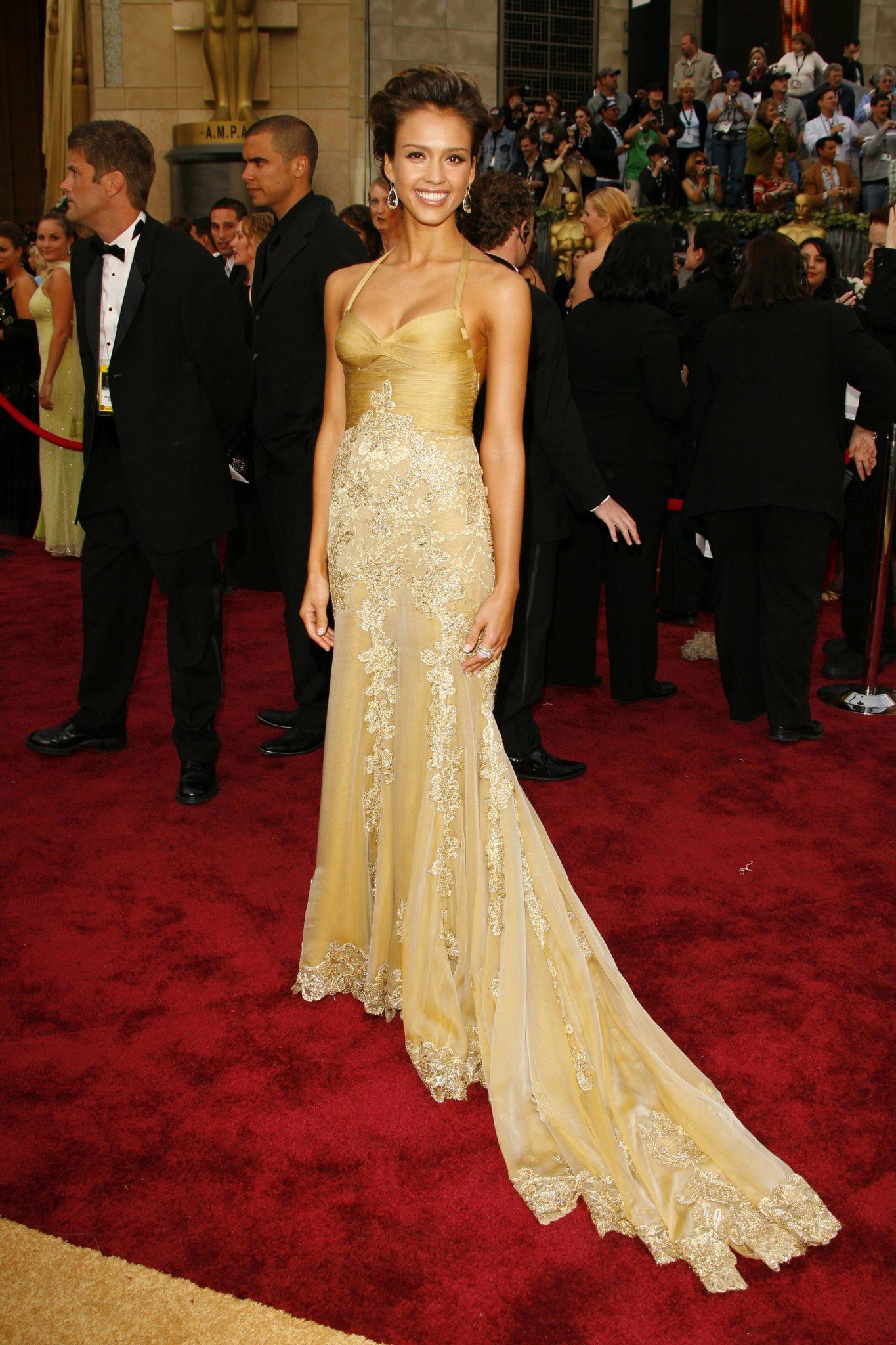 Jessica Alba, una de las mujeres mejor vestidas en la gala delos Oscar 2006.
