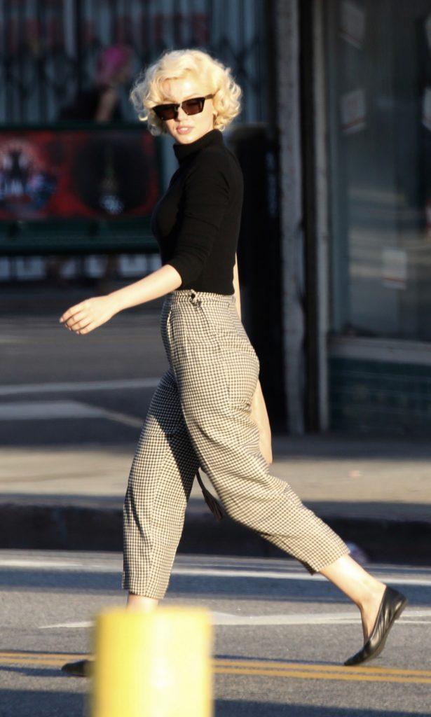 "Actress Ana De Armas on the set "" Blonde "" in Los Angeles.  pictured: disfrazada de Marilyn Monroe"